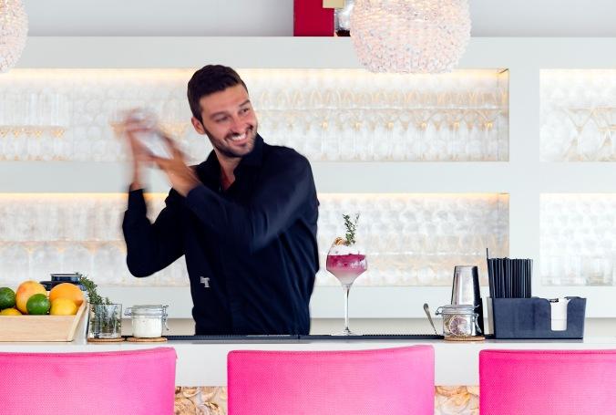 bartenderPinkChairsLeToiny