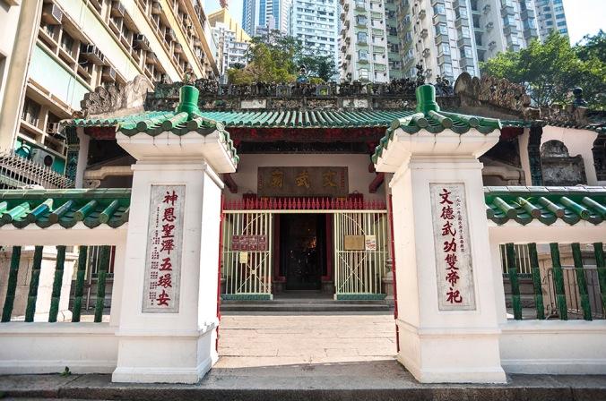 man-mo-temple-entrance-hong-kong