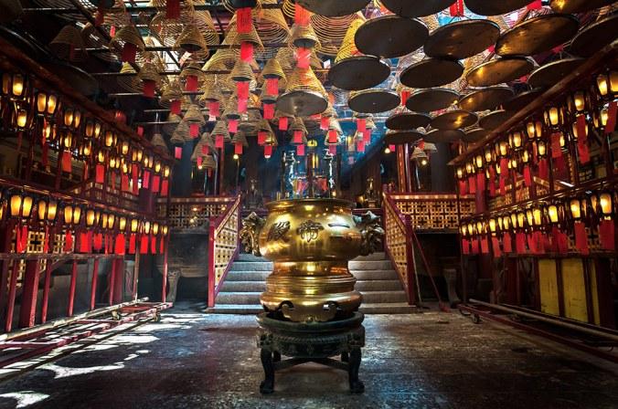 man-mo-temple-interior-hong-kong